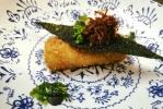 Croqueta melosa de txangurro, snak de alga, salsa XO y perlas de wassabi y yuzu