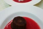 sopa-fresa-bizcocho-chocolateynaranja-con-heladodecoco