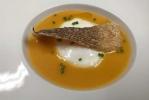 Huevo a baja temperatura, con emulsión de bullí de peix y corteza de bacalao